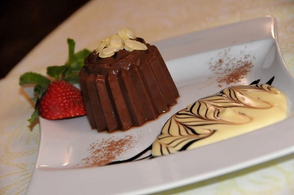 Borgio Verezzi Casetta, budino al cioccolato e crema al mascarpone, piatto condiviso con gdf autore della foto