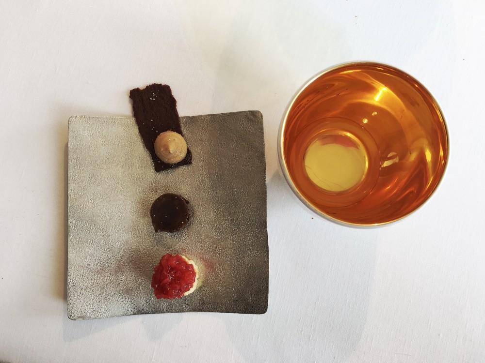 Ristorante Reale -Brodo di imone e piccola pasticceria