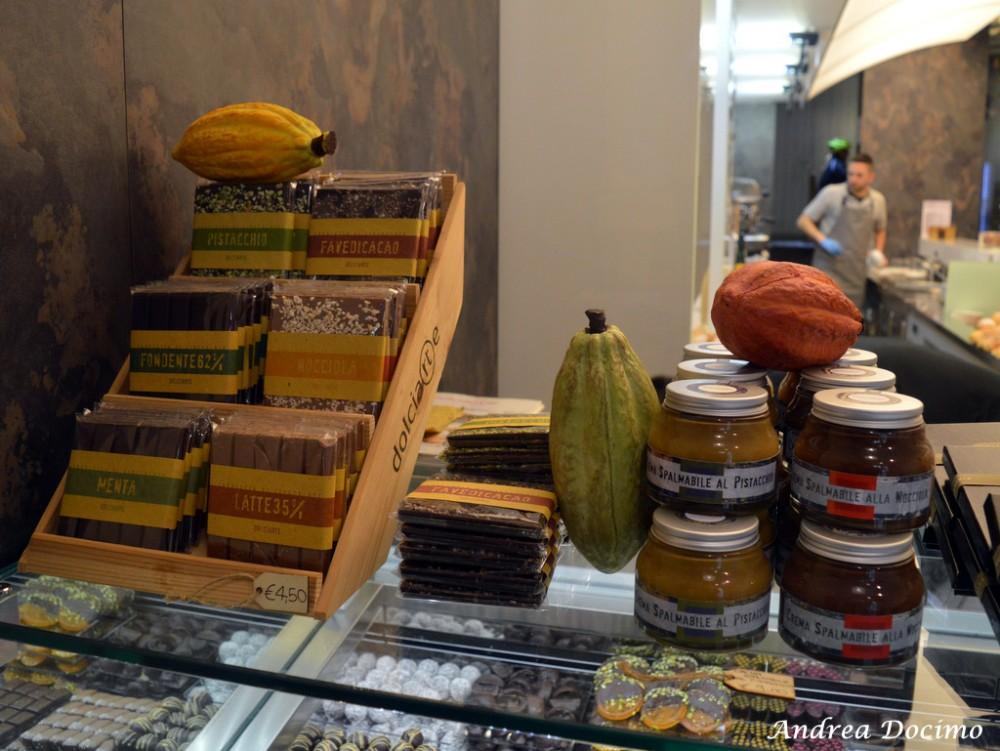Dolciarte di Carmen Vecchione ad Avellino. Le tavolette di cioccolato, le fave di cacao e le creme spalmabili