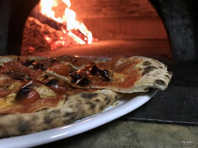Est Ovest la pizza Marinara della Nonna la struttura