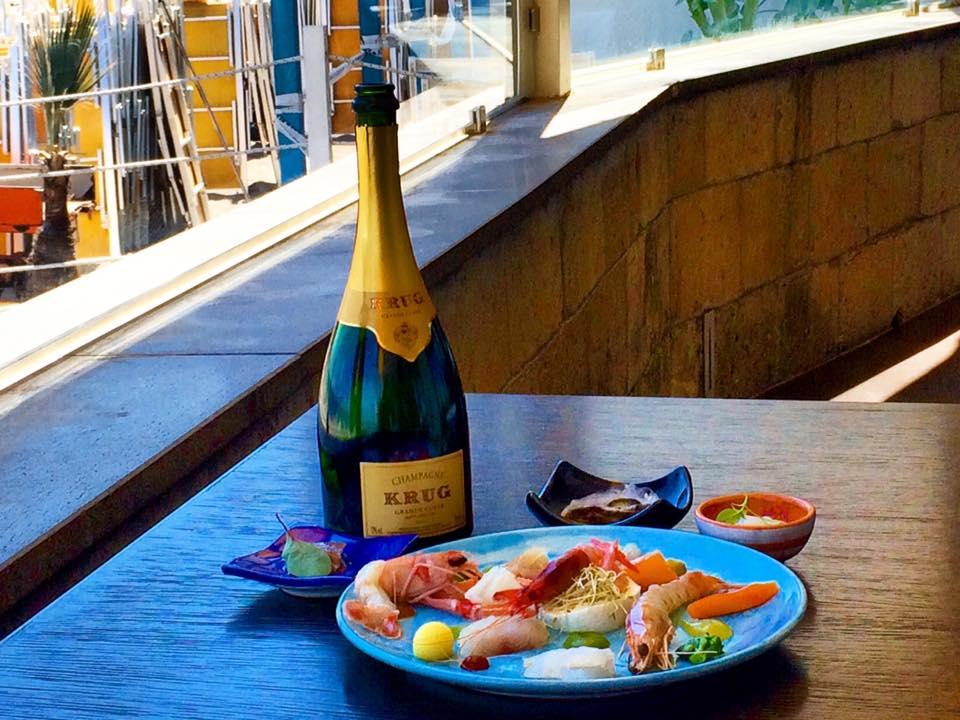 Napoli, Lo Champagne e La Tradizione