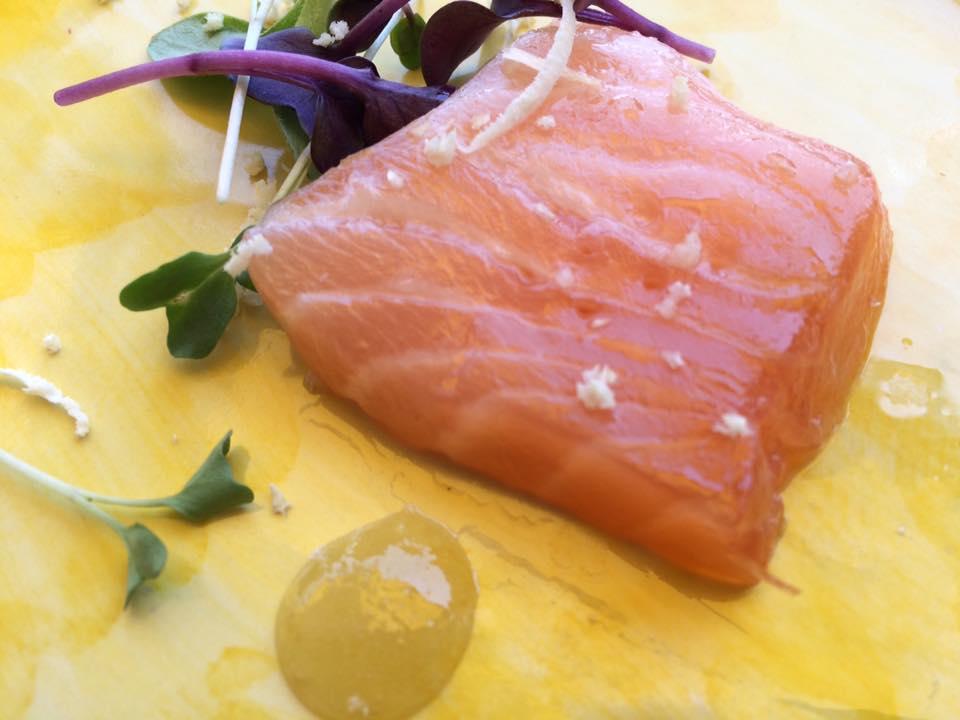 Krug - Campania. Salmone marinato su composta di limone salato candito