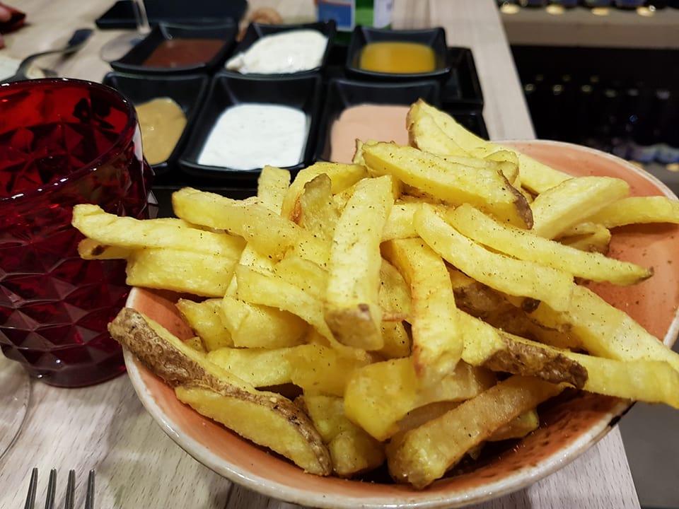 Le mitiche patate tagliate a mano e fritte di Gigione