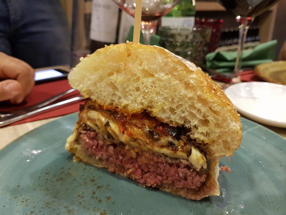 Gigione panino parmigiana e hamburger