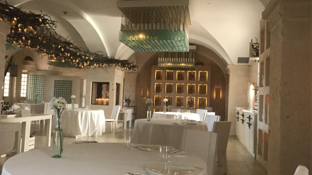 Borgo Egnazia, ristorante I due camini - la sala