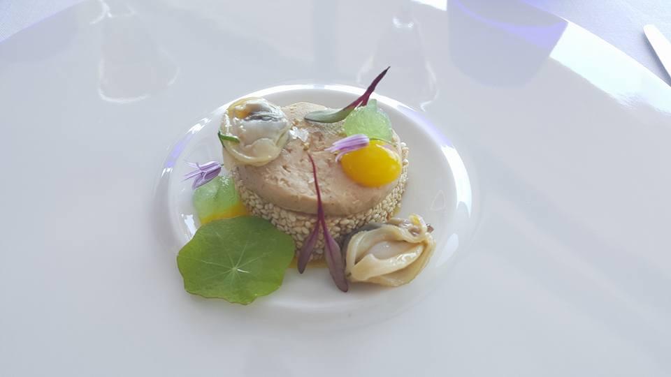 Il Faro di Capo d'Orso, Rossini di tonno al sesamo tostato, foie-gras, gelatina di Granny Smith e tartufi di mare