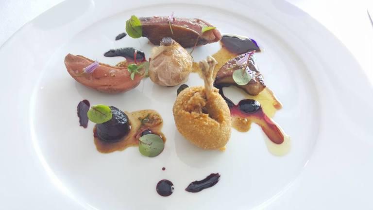 Il Faro di Capo d'Orso, piccione in due cotture, scaloppa di foie-gras e jus di rapa rossa