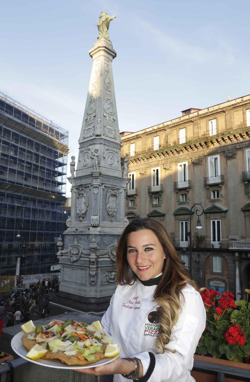 Isabella De Cham - 1947 Pizza Fritta di Napoli
