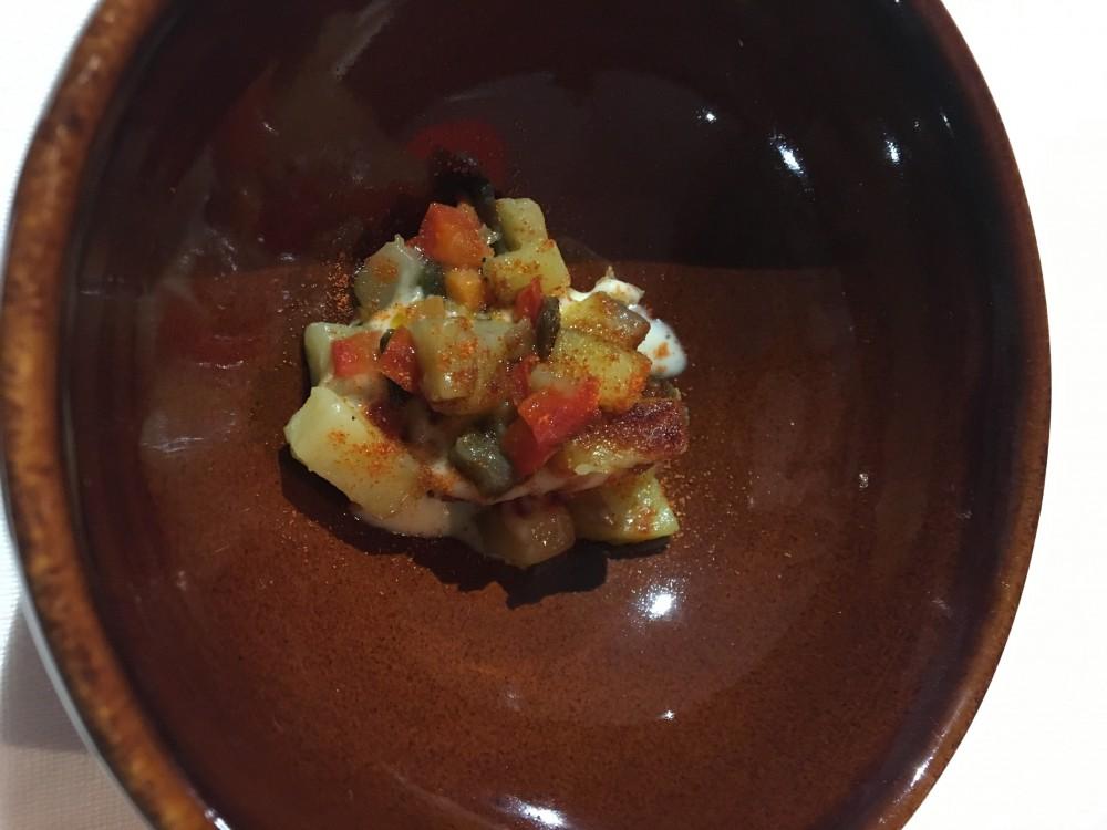 Massimo Carleo, crostino di pane con dadolata di verdure, spuma di patate e polvere di peperone crusco