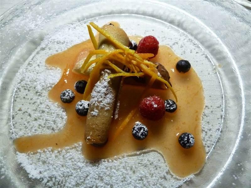 Nido del picchio, Carpaneto Piacentino, Cannoli di cioccolato in salsa d'agrumi e frutti di bosco