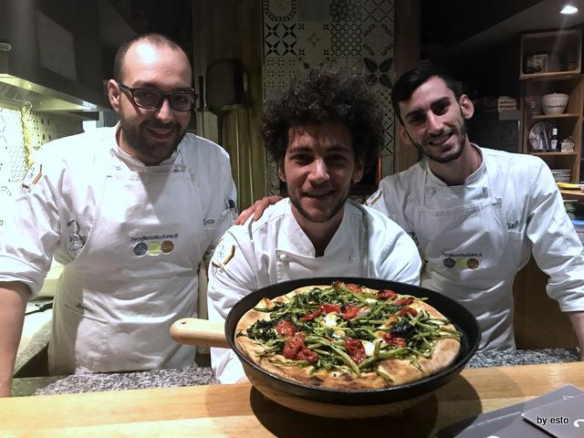 Pizzeria 3 Voglie Valentino Tafuri  e la sua squadra e la pizza cilentana contadina