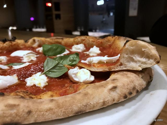 Pizzeria 3 Voglie Valentino Tafuri  pizza la struttura