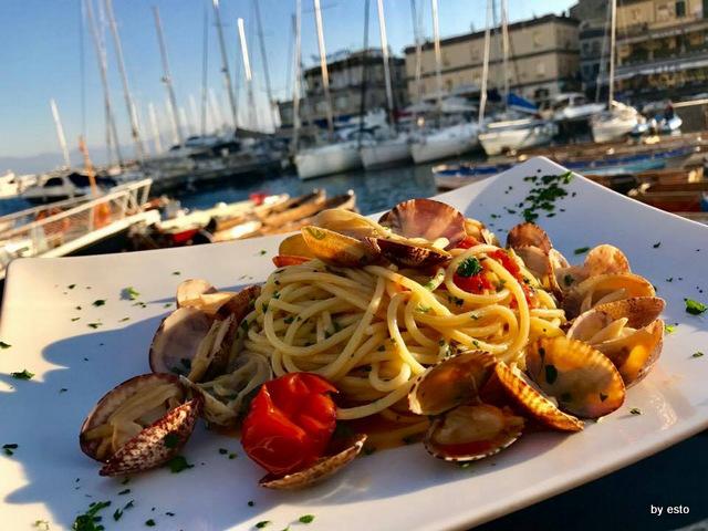 Spaghetti con le vongole. Ristorante Zi Teresa Napoli