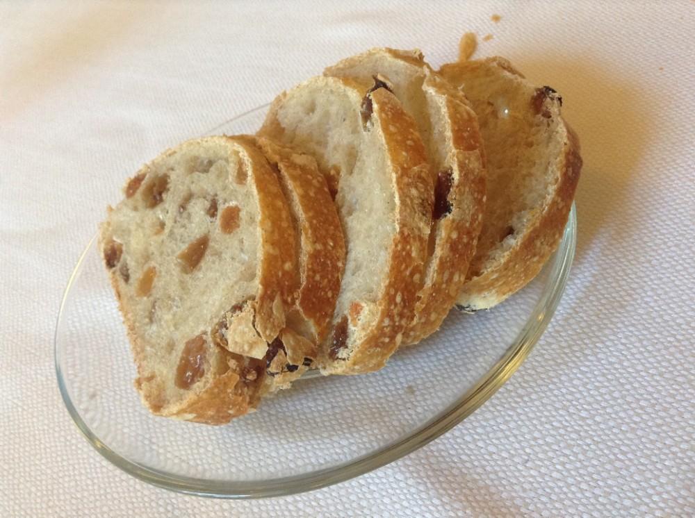 Trattoria Visconti, il pane all'uvetta in accompagnamento ai formaggi