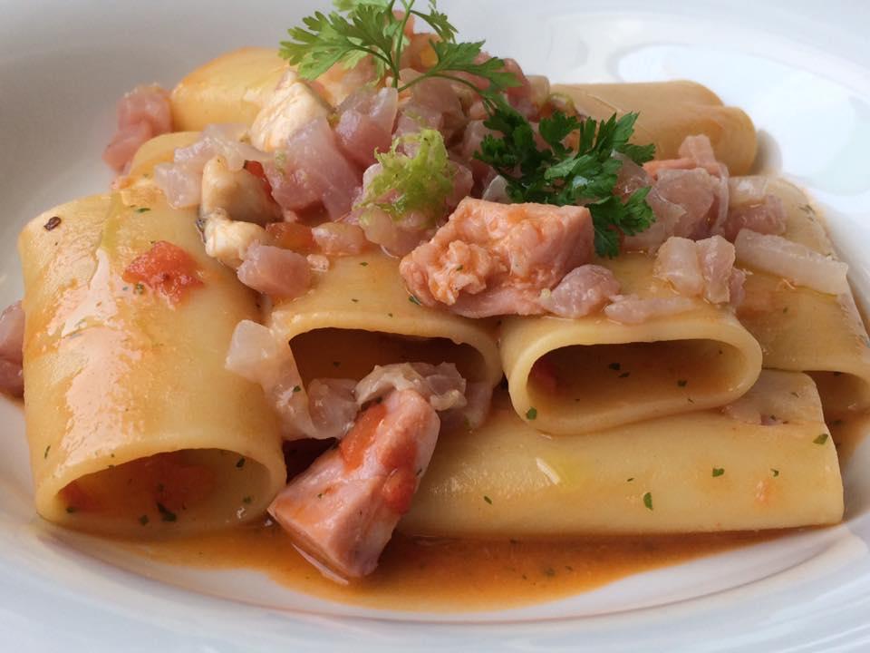 DUBL ristorante, pacchero alla zuppa di pesce e crudo di mare