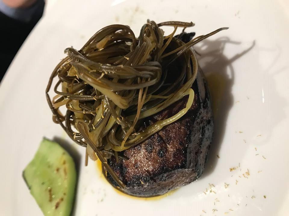 Le Giare, fegato di maiale nero lucano, agretti in scapece, riduzione di camomilla, cetriolo grigliato