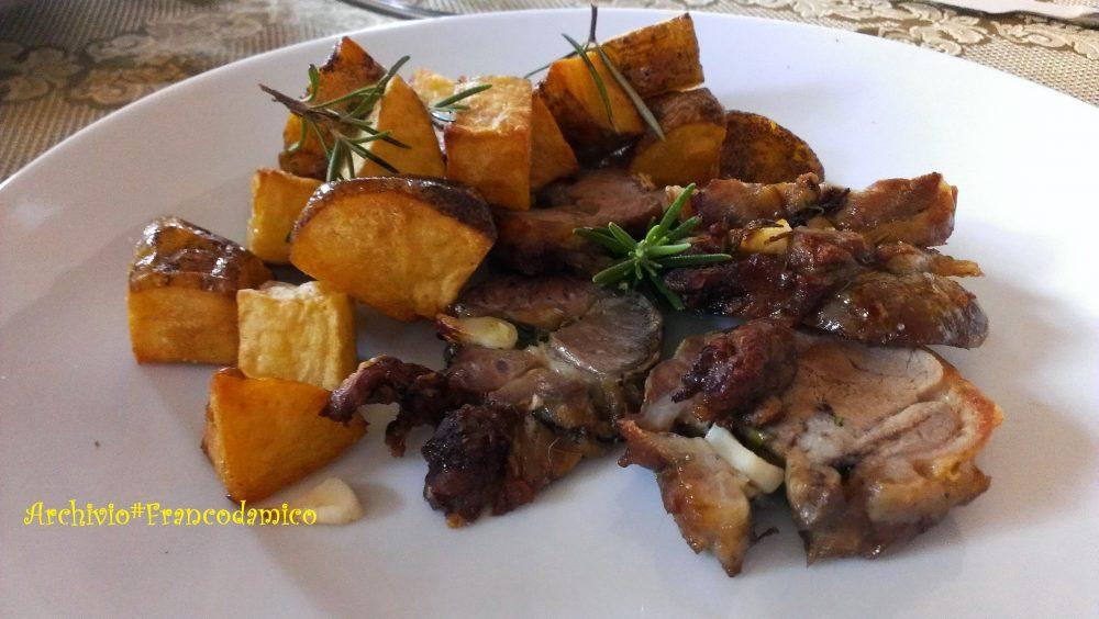 Locanda De Foris – agnello alle erbe con contorno di patate di montagna