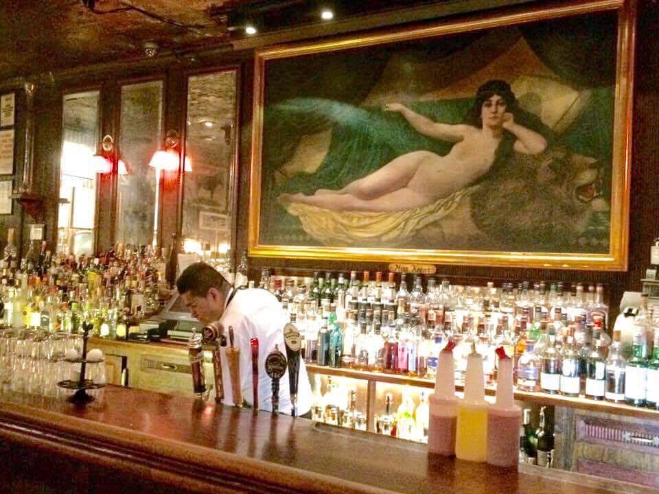 Keens, il bancone del bar
