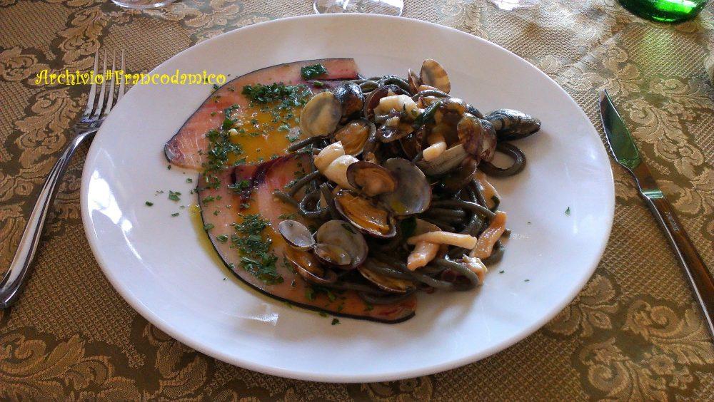 Locanda De Foris – spaghettoni al grano arso con carpaccio di tonno e vongole