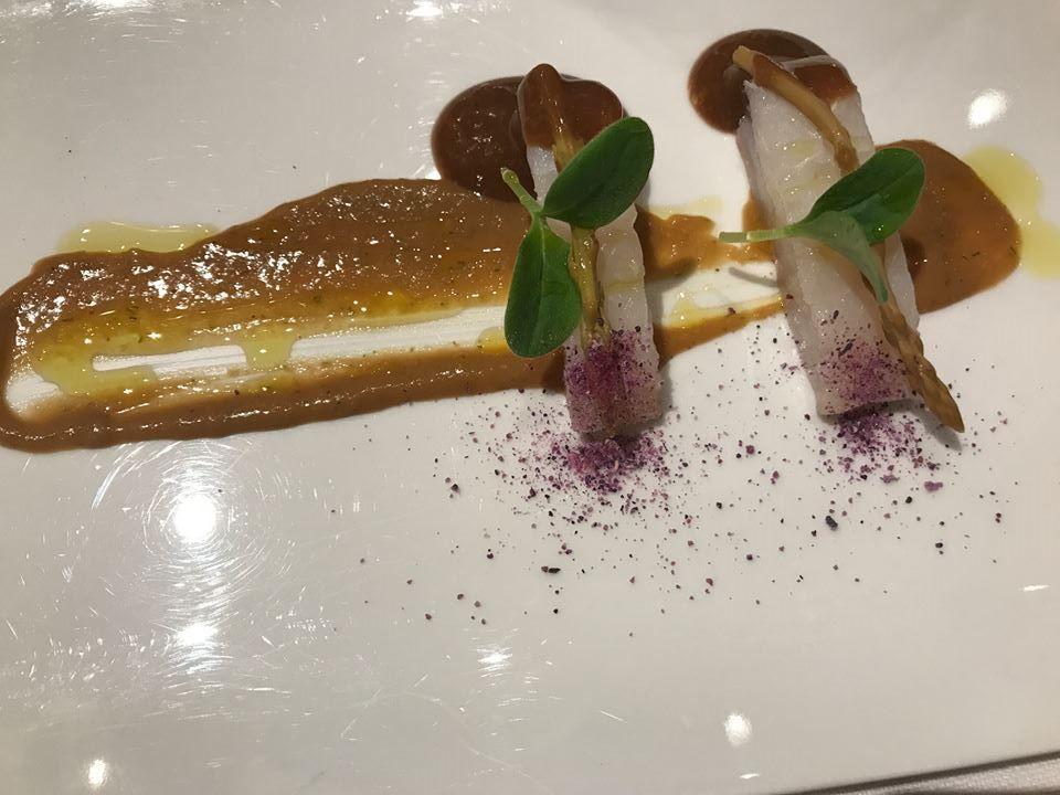 Le Giare, merluzzo leggermente marinato, tamarindo asparagi, crema di spinaci