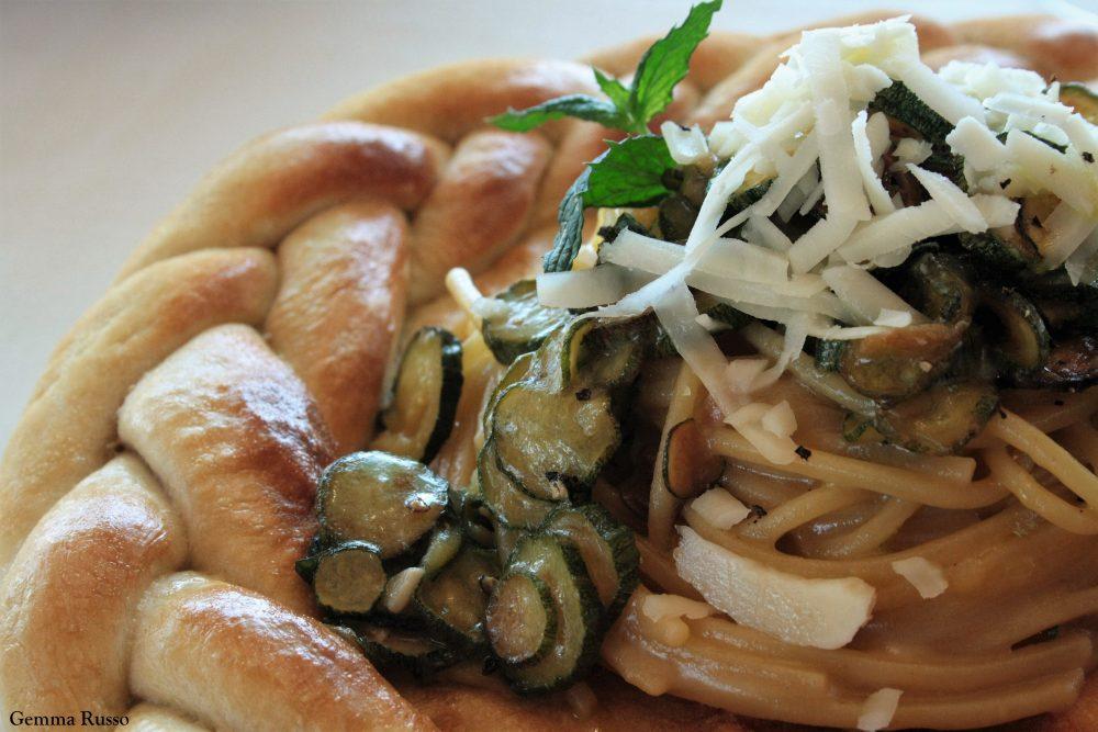 Agriturismo Iovino - Spaghettoni con zucchine San Pasquale e una generosa spolverata di Provolone del Monaco