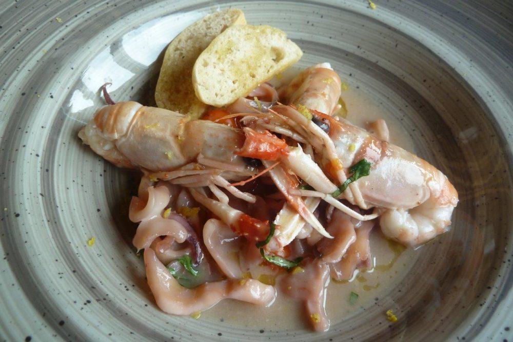 Al Vigneto, guazzetto di scampi e calamaretti