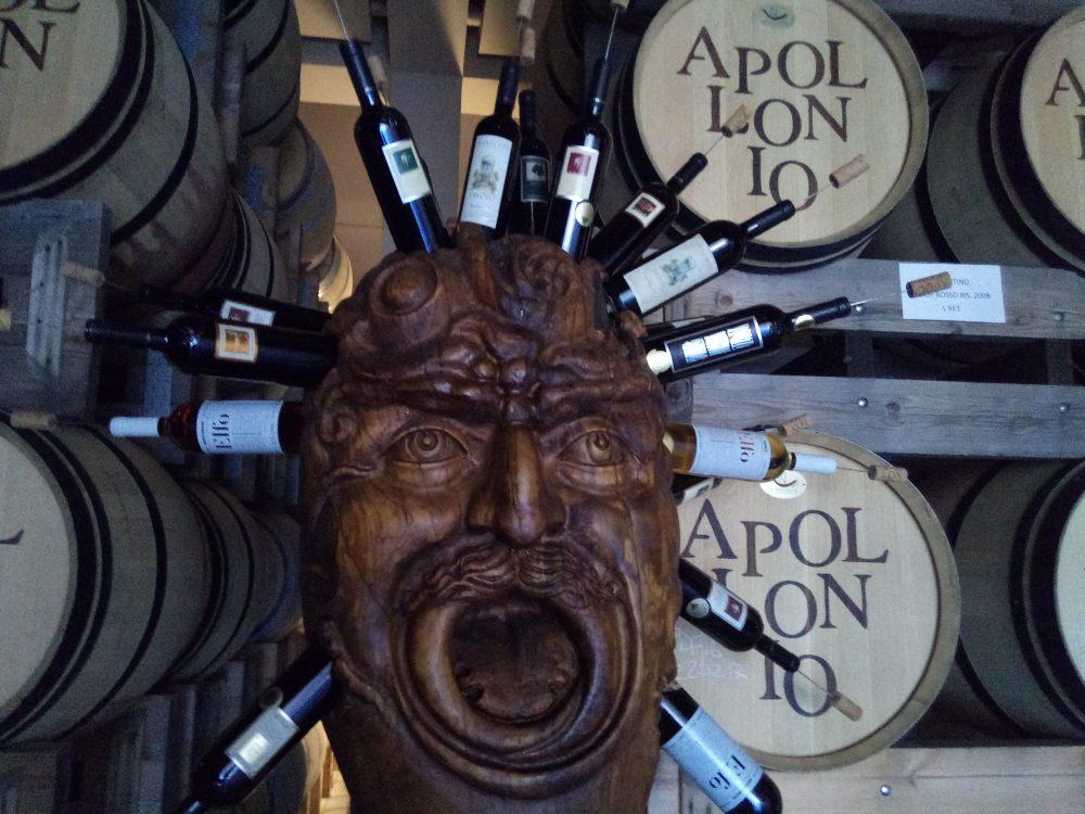 Azienda Apollonio Maschera in legno caratteristica