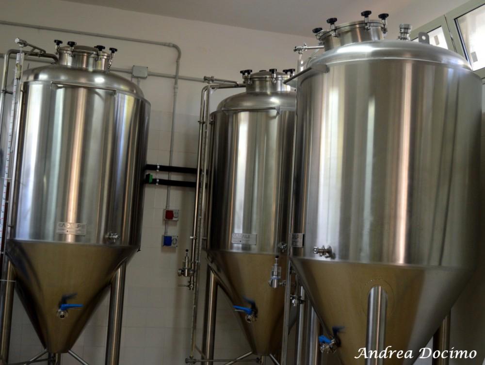Birrificio Stimalti a Casale di Carinola CE. I tre fermentatori