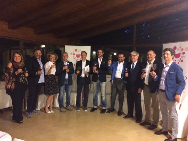 Brindisi inaugurale di Rosexpo con la Presidente Ilaria Donateo - prima da sx - di deGusto Salento promotrice dell'evento