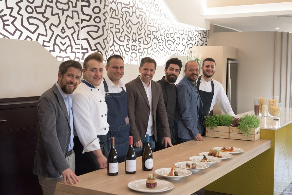 I fratelli Petretti con lo chef e la brigata del Settanta Neo Bistrot