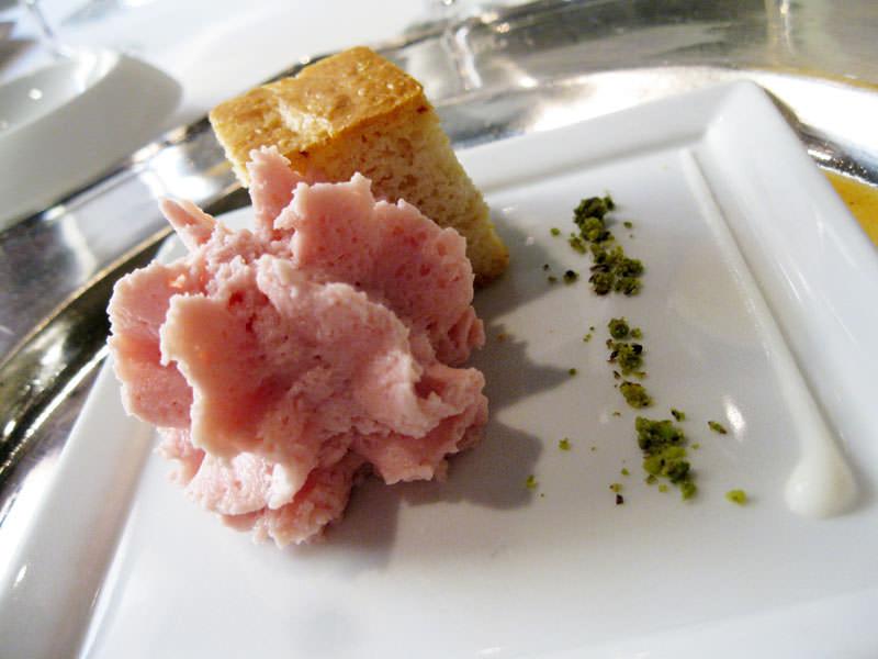 Massimo Bottura, Ricordo di un panino alla mortadella, rosa che invita
