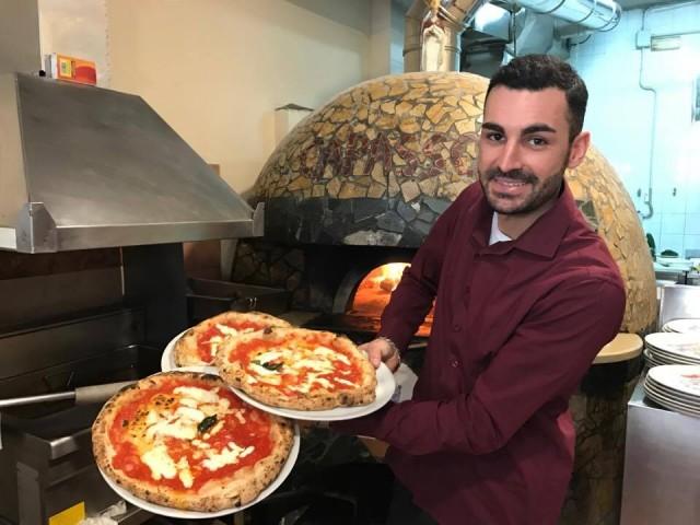 Pizzeria Capasso Vincenzo Paolo al lavoro