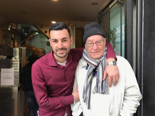 Pizzeria Capasso Vincenzo Paolo con Vincenzo Capasso il nonno, la tradizione