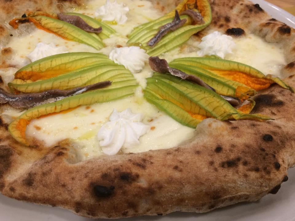 Pizzeria Madia, fiori e alici
