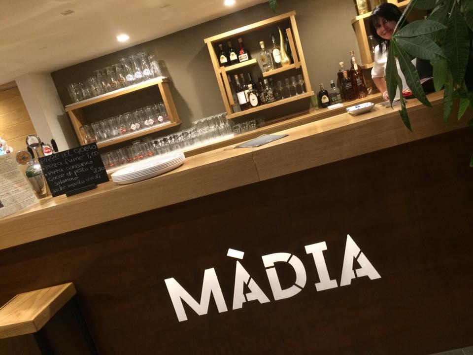 Pizzeria Madia, il banco all'ingresso