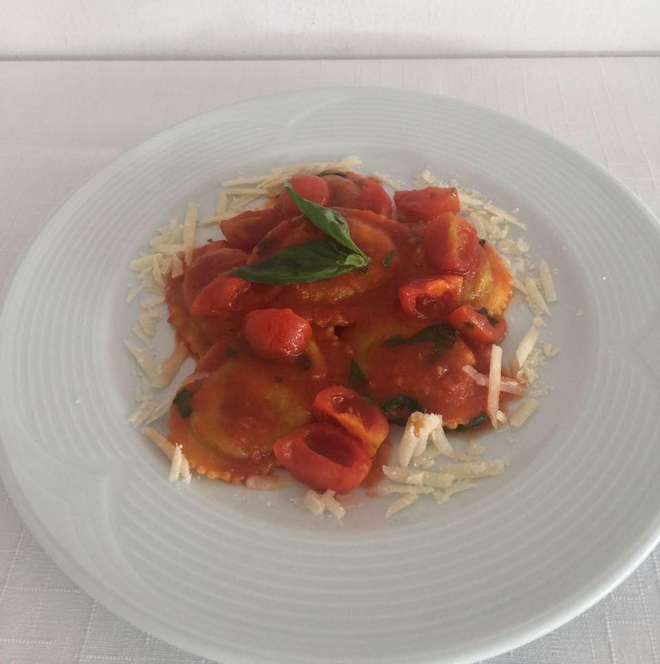 Ristorante Bruschetteria Dom - Ravioli di parmigiana con pachino e basilico