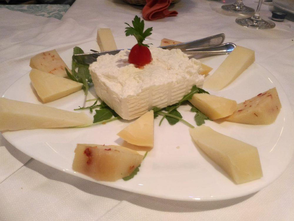 Ristorante Le Macine -plateau di formaggi freschi e stagionati