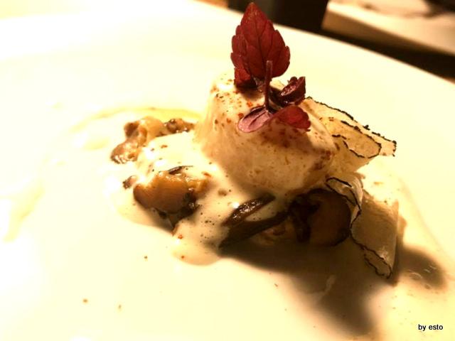 Roji capesanta con funghi shitake, maionese calda di ricciola, polvere tandori e tartufo