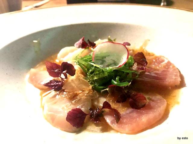 Roji carpaccio scottato di tonno magro, ricciola, pesce burro