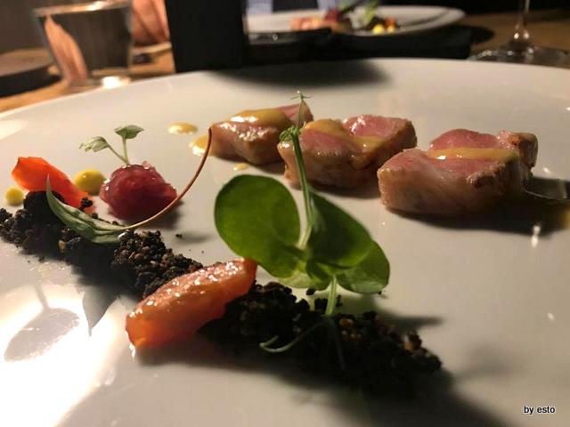 Roji ventresca di tonno belfago con terriccio di tarallo salsa di burro e zenzero