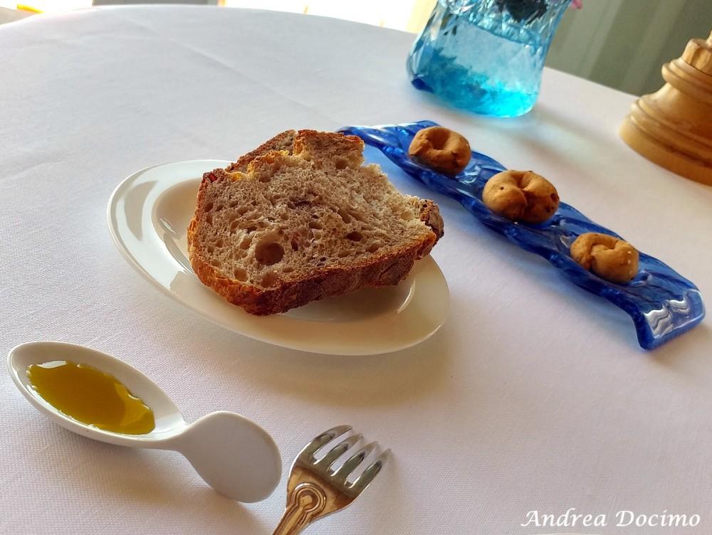 Taverna del Capitano a Marina del Cantone, Nerano NA. I pani