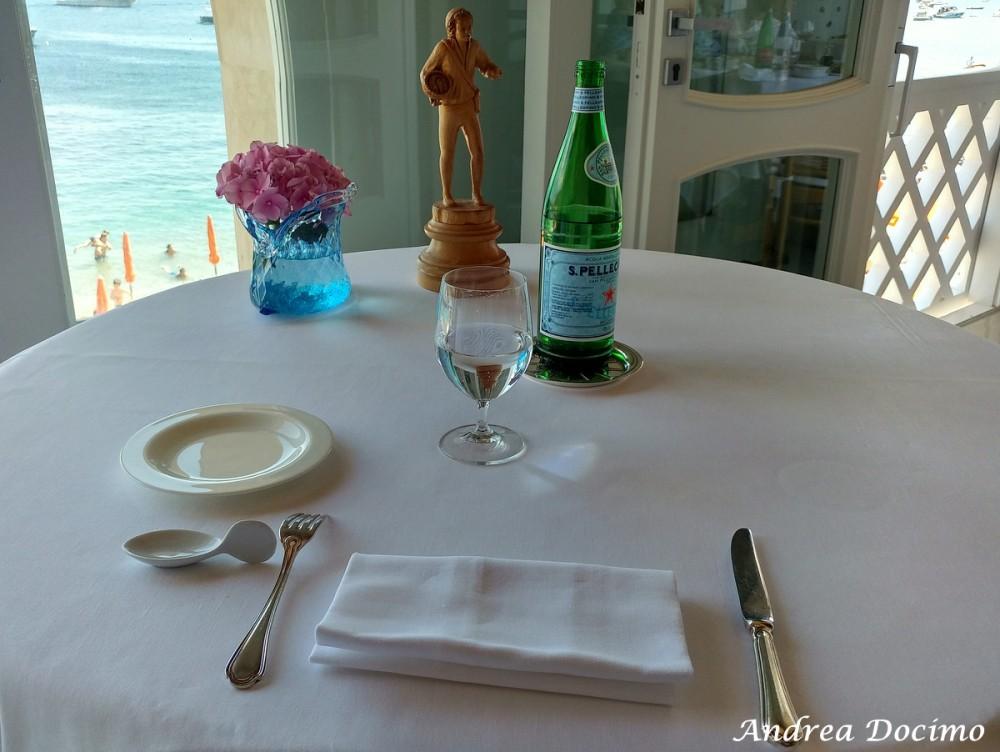 Taverna del Capitano a Marina del Cantone, Nerano NA. La mise en place
