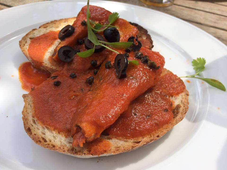 The Quince Tree, toast con sardine marinate