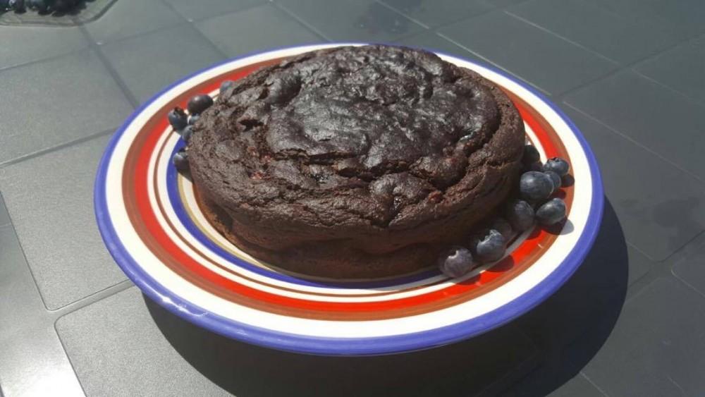 Torta vegana al cioccolato e mirtilli