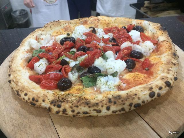 Totò e i Sapori Mauro Autolitano pizza baccalà olive e capperi e pomodoro