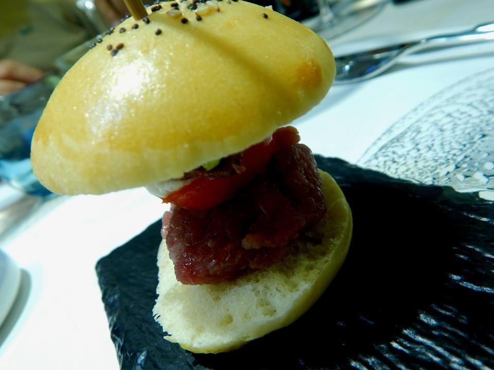 Triglia - Panino con hamburger di tartare di tonno