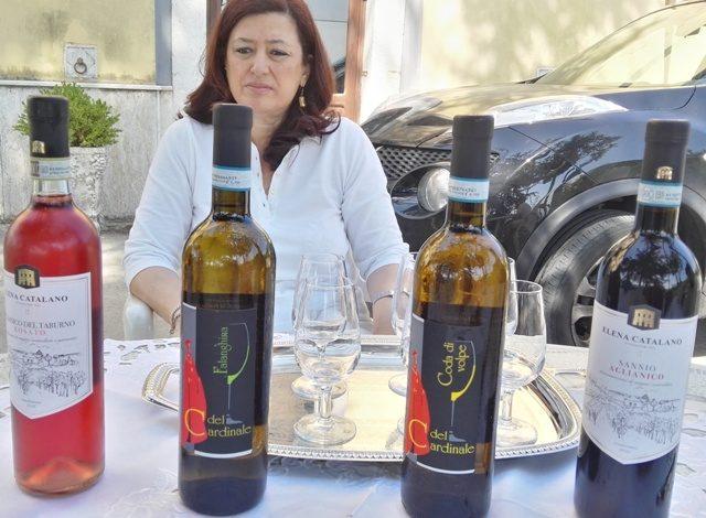 Bottiglie e proprietaria