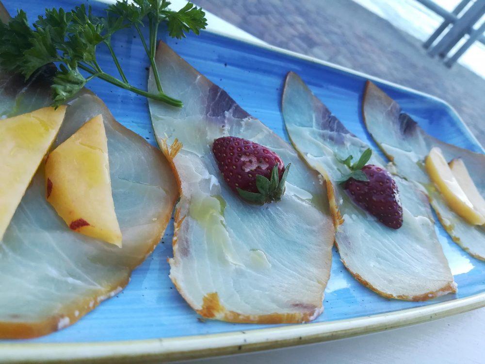 Acqua Pazza - Pesce spada affumicato con frutta fresca