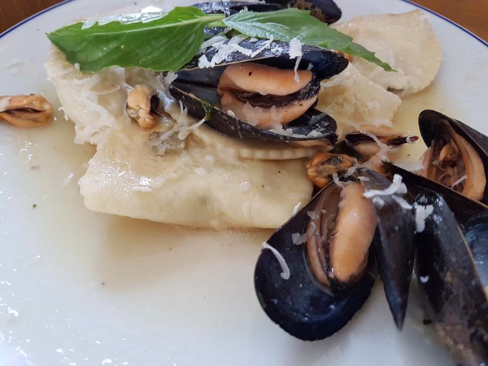 Ciro a Mare, I ravioli a mezzaluna, cozze e frutti di mare