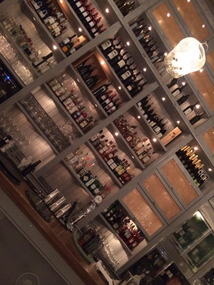 Kuzina, il banco del bar